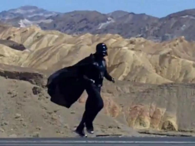 Rice vestido de Darth Vader (Reprodução/Youtube)