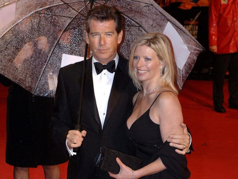Pierce Brosnan e a filha, Charlotte, na gala dos BAFTA 2006 (EPA)