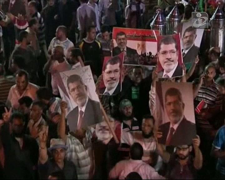 Egito: Mansour é o novo Presidente interino