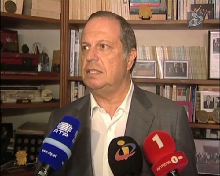 Carlos César defende «governo de salvação nacional legitimado pelo povo»