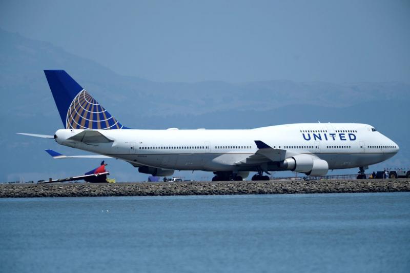 Avião despenha-se no aeroporto de São Francisco [EPA]