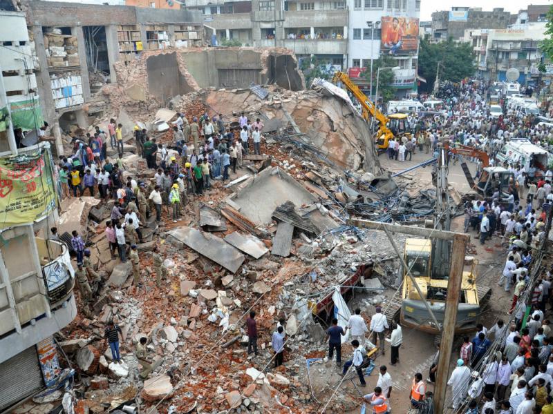 Colapso de hotel na Índia (EPA)