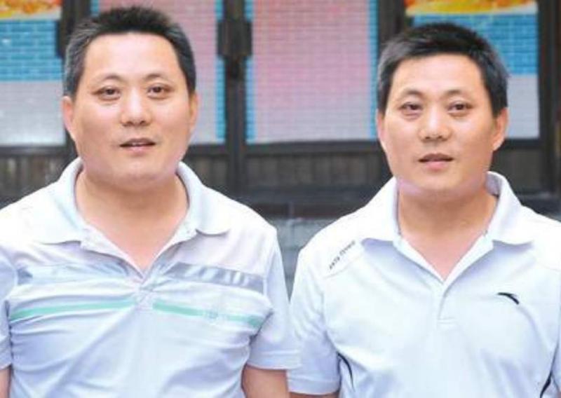 Gémeos reencontram-se 41 anos depois (Chen Zhi/ Huaxi Metropolis)