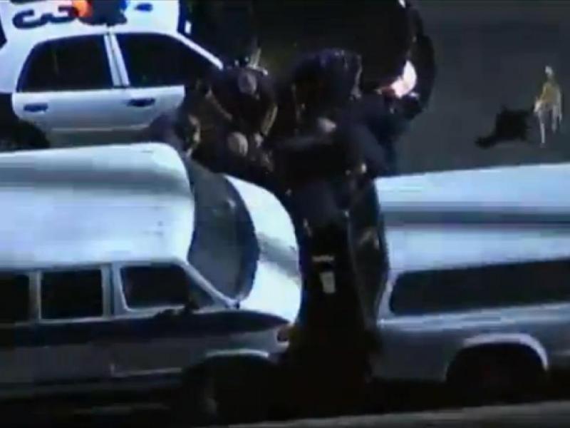 Condutor vira-se contra agentes em perseguição nos EUA