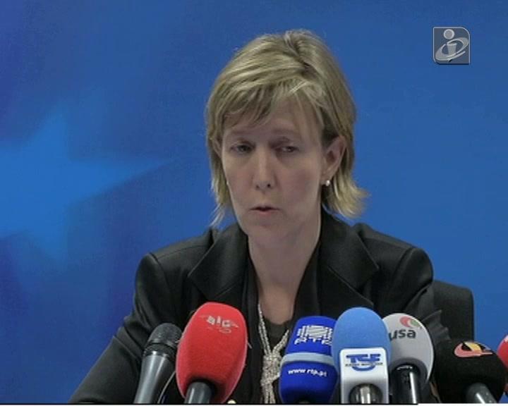 Ministra diz que vai negociar com a troika «ao lado» de Portas