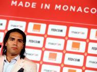 James, Moutinho e Falcao apresentados no Mónaco (EPA)
