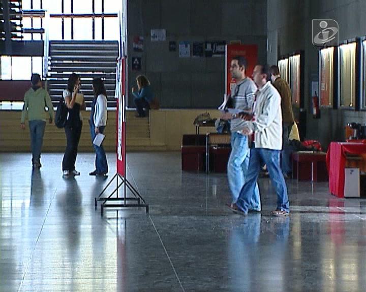 Ensino Superior: número de vagas e de candidatos continua a diminuir