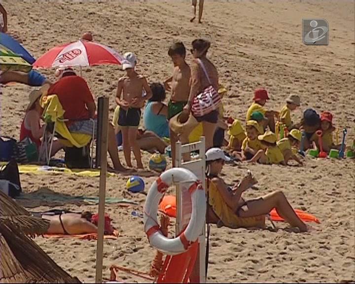 Banhos podem ser retomados nas praias da Caparica
