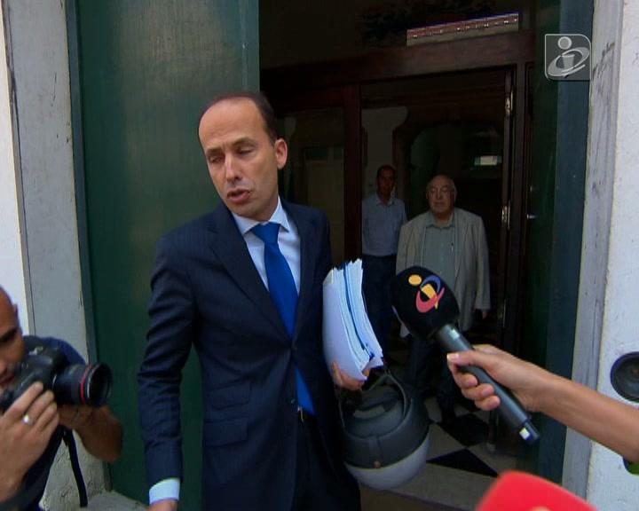 Continuam as negociações entre PSD, PS e CDS