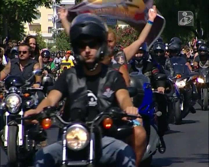 Milhares de motos e uma cidade que lhes agradece