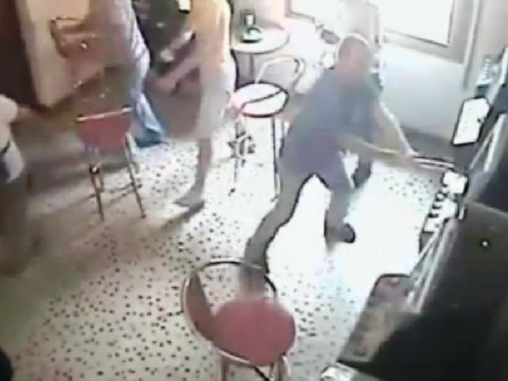 Homem atacou máquinas de Jogo com machado