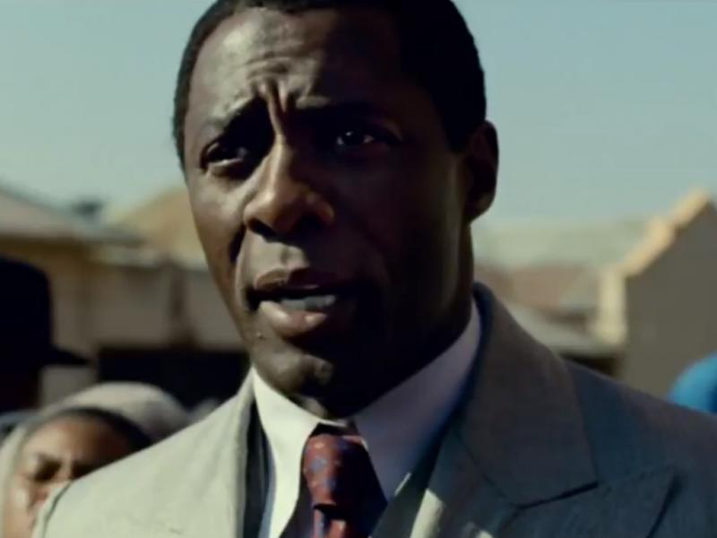 Idris Elba como Nelson Mandela em «Mandela: Long Walk to Freedom»