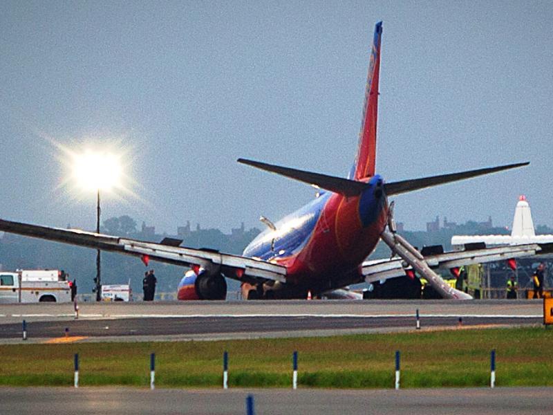 Avião aterra de nariz em Nova Iorque (Reuters)