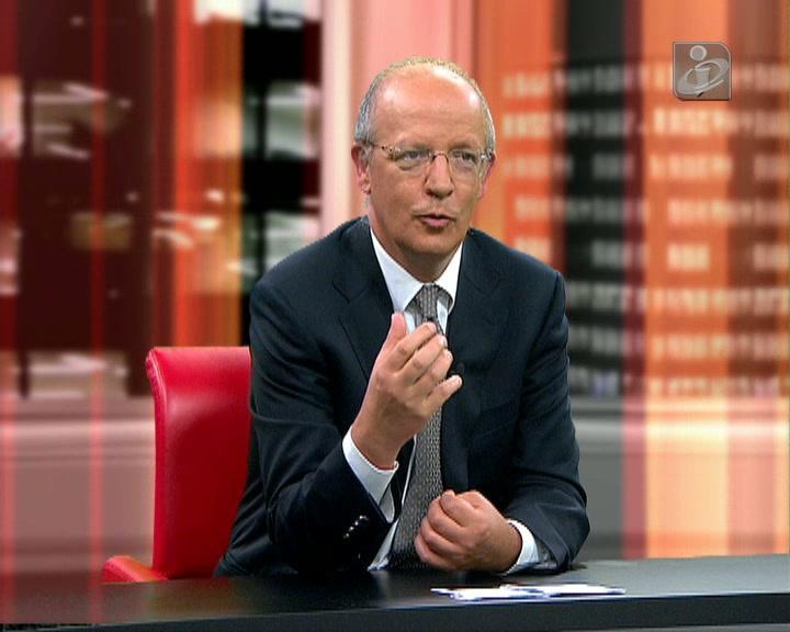 «Pires de Lima é um mini-ministro da Economia»