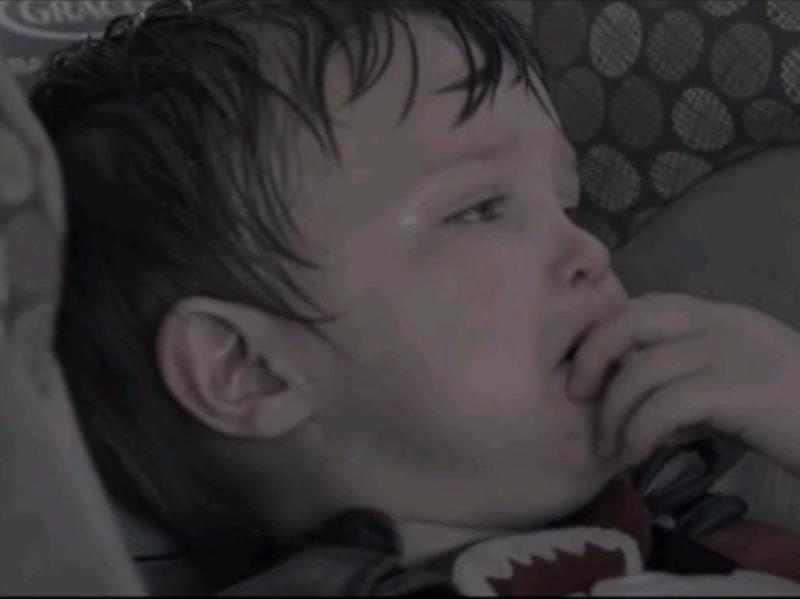 Vídeo brutal: É isto que pode acontecer a um bebé deixado num carro (Reprodução YouTube)