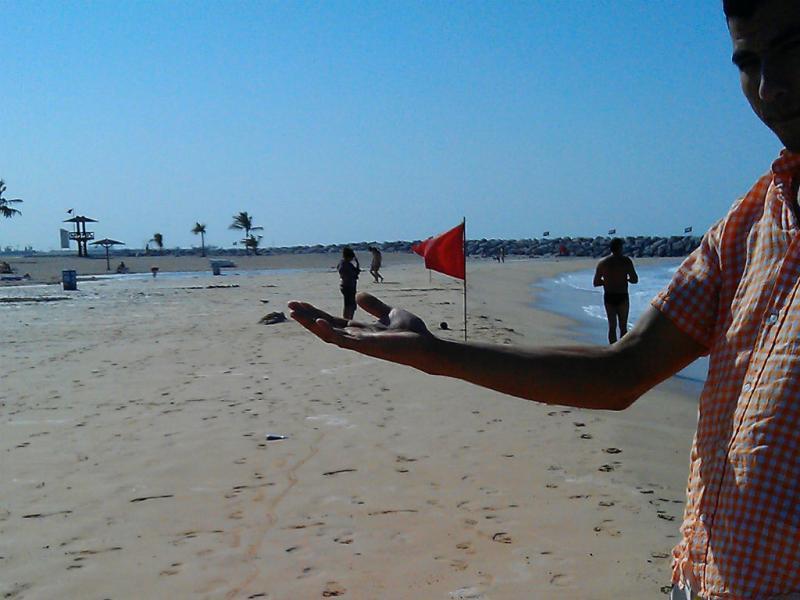 Hafid numa fotografia tirada com o telefone roubado (Reprodução/http://lifeofastrangerwhostolemyphone.tumblr.com)