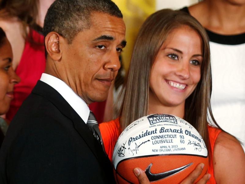 O presidente americano recebeu as campeãs nacionais de basquete do NCAA (Reuters)