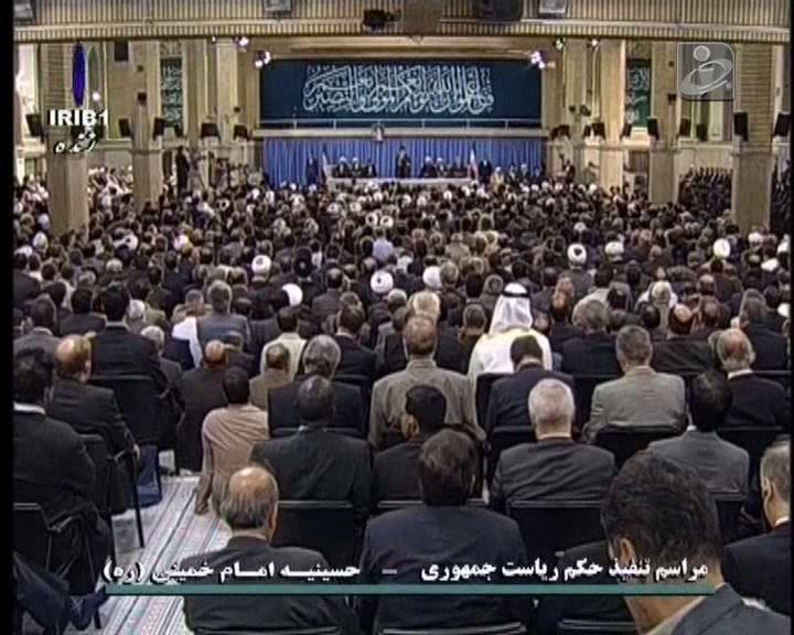 Moderado Hassan Rohani investido Presidente do Irão