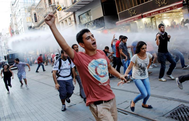Violência policial de regresso à Turquia, contra o governo de Recep Tayyip Erdogan (Reuters)