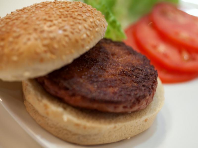 Investigadores provam pela primeira o hambúrguer artificial (Reuters)
