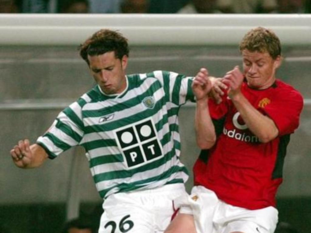 Sporting-ManUtd, 6 agosto de 2003: Rochemback com Solskjaer