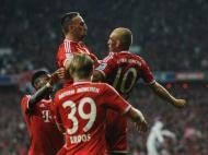 Robben festeja com Ribery