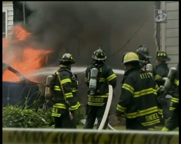 EUA: avioneta cai sobre duas casas