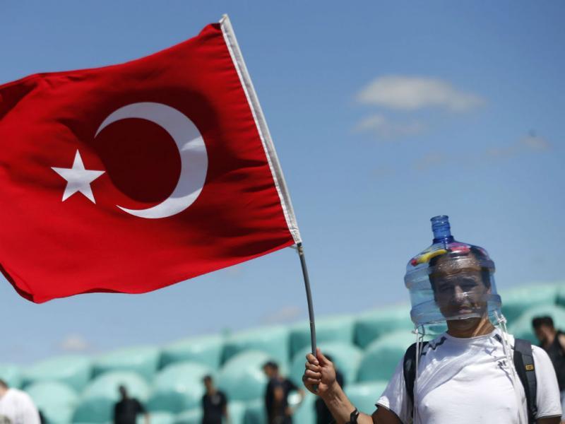Estas imagens são estranhas: protesto na Turquia (Reuters)