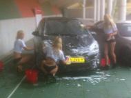 Lavagem de carro em biquini