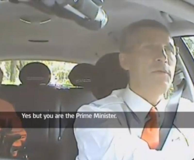 Primeiro-ministro da Noruega disfarça-se de taxista para campanha eleitoral