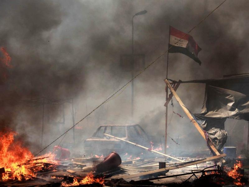 Estado de emergência no Egito depois de dias sucessivos de confrontos entre apoiantes do presidente Morsi e os opositores fizeram muitos mortos e feridos [EPA]