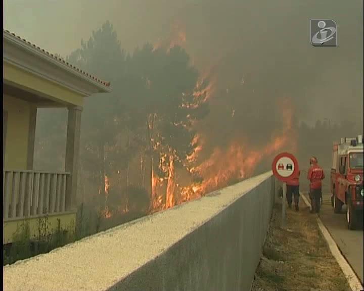 Vila Real: fogo chegou a ameaçar casas