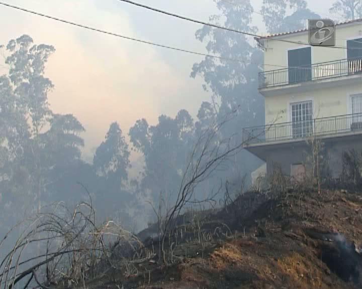 Fogo destrói alguns anexos no concelho do Funchal