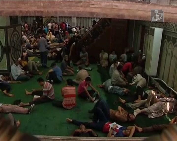 Egito: 700 pessoas barricadas numa mesquita no Cairo
