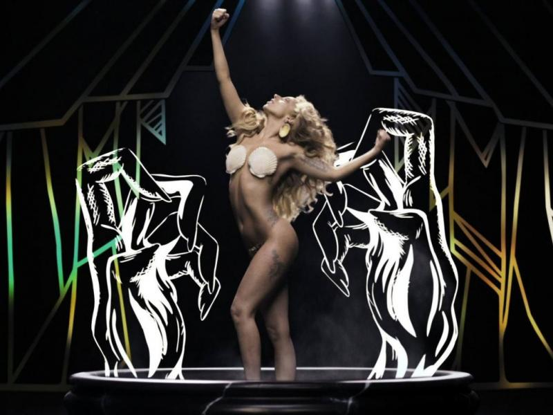 Lady Gaga no vídeo do single «Applause»