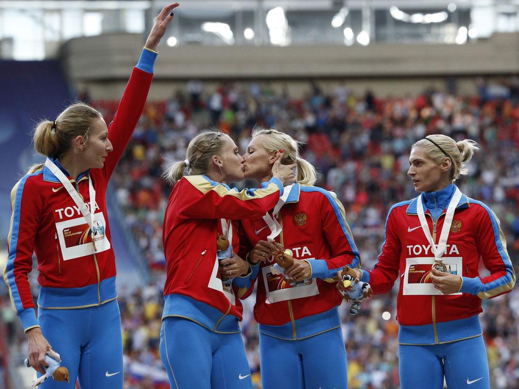 Beijo polémico de atletas russas (Reuters/Grigory Dukor)
