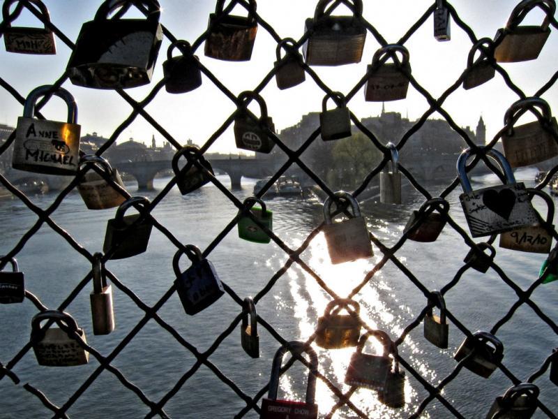 Pont des Arts, em Paris: a ponte dos apaixonados [Reuters]