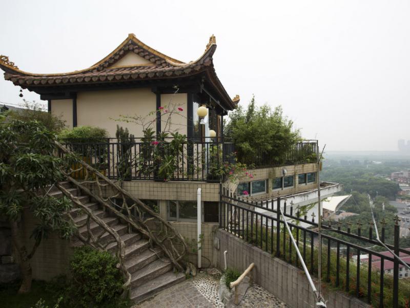 Templo em cima de prédio na China