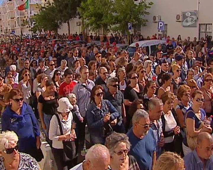Três mil pessoas no «adeus» a jovem bombeira