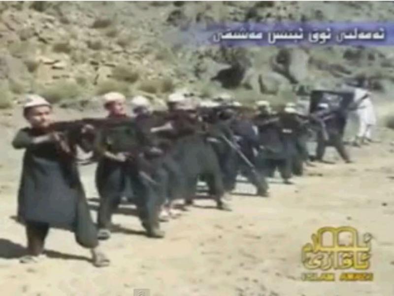 Al Qaeda ensina crianças a disparar