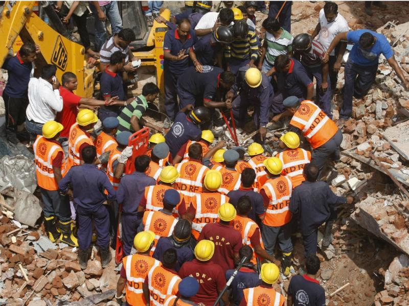 Prédios desabam na Índia (Reuters)