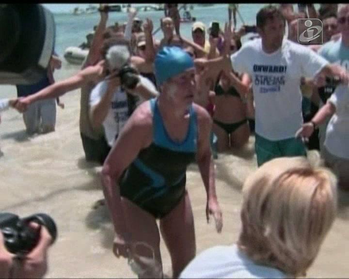 Mulher nada de Cuba à Florida sem proteção contra tubarões