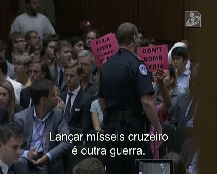 Audição de Kerry marcada por protesto contra guerra à Síria