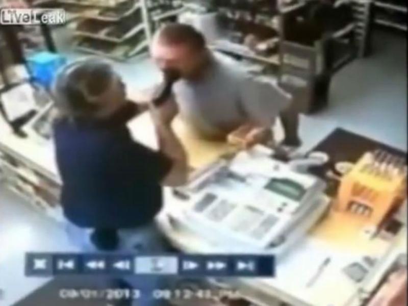 Ex-segurança prisional evita rouba a loja (Reprodução/Youtube)