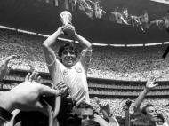 Maradona levanta o troféu do Mundial 1986 (reuters)