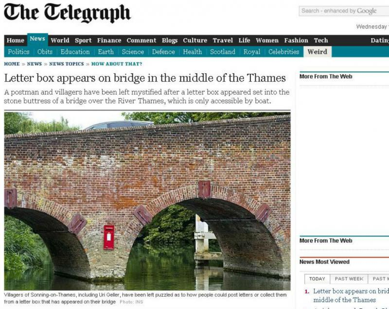 Caixa de correio aparece no meio do rio (Reprodução/The Telegraph)