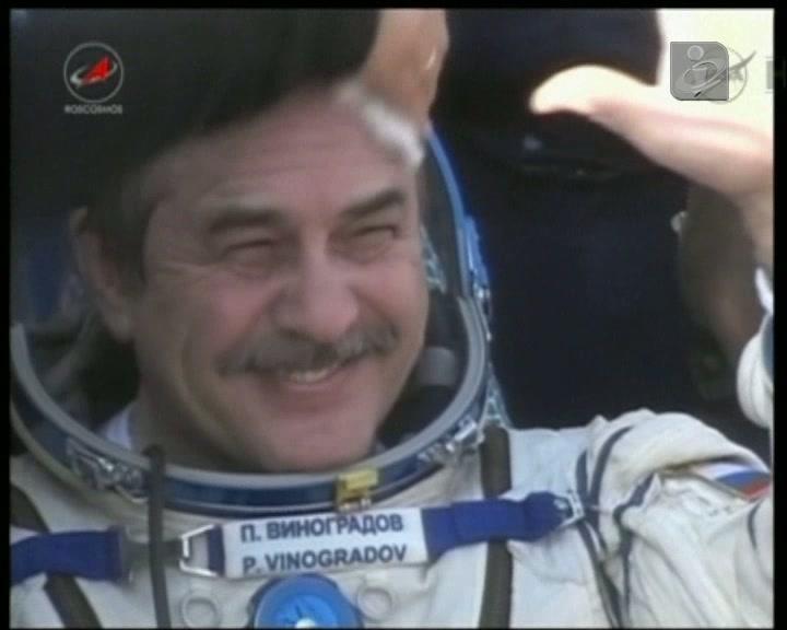 Astronautas regressam à Terra após missão de 166 dias