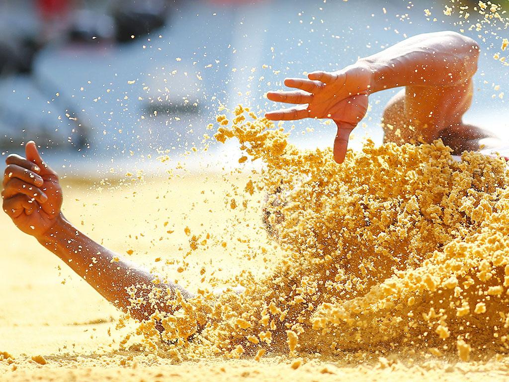 Norte-americano George Kitchens durante a prova de salto em comprimento nos Mundiais de Atletismo, em Moscovo (Reuters)