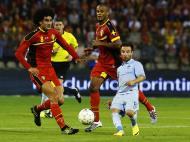 David e Golias? - Marouane Fellaini e Mathieu Valbuena disputam a bola durante o Bélgica - França (Reuters)