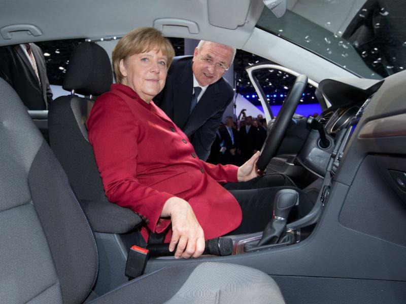 Merkel no Salão Automóvel de Frankurt